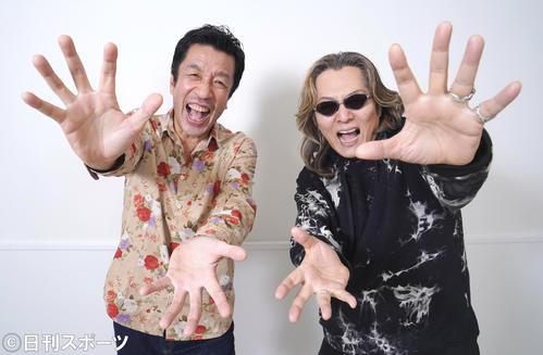 結成35周年を迎える米米CLUB。手を広げ、ファンにパワーを送るカールスモーキー石井(右)とリーダーのBON(撮影・菅敏)