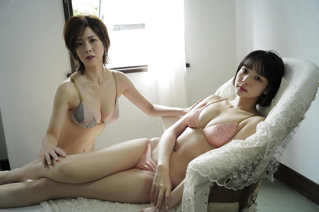 デジタル写真集「牌×牌2」でコラボする高宮まり(左)と岡田紗佳