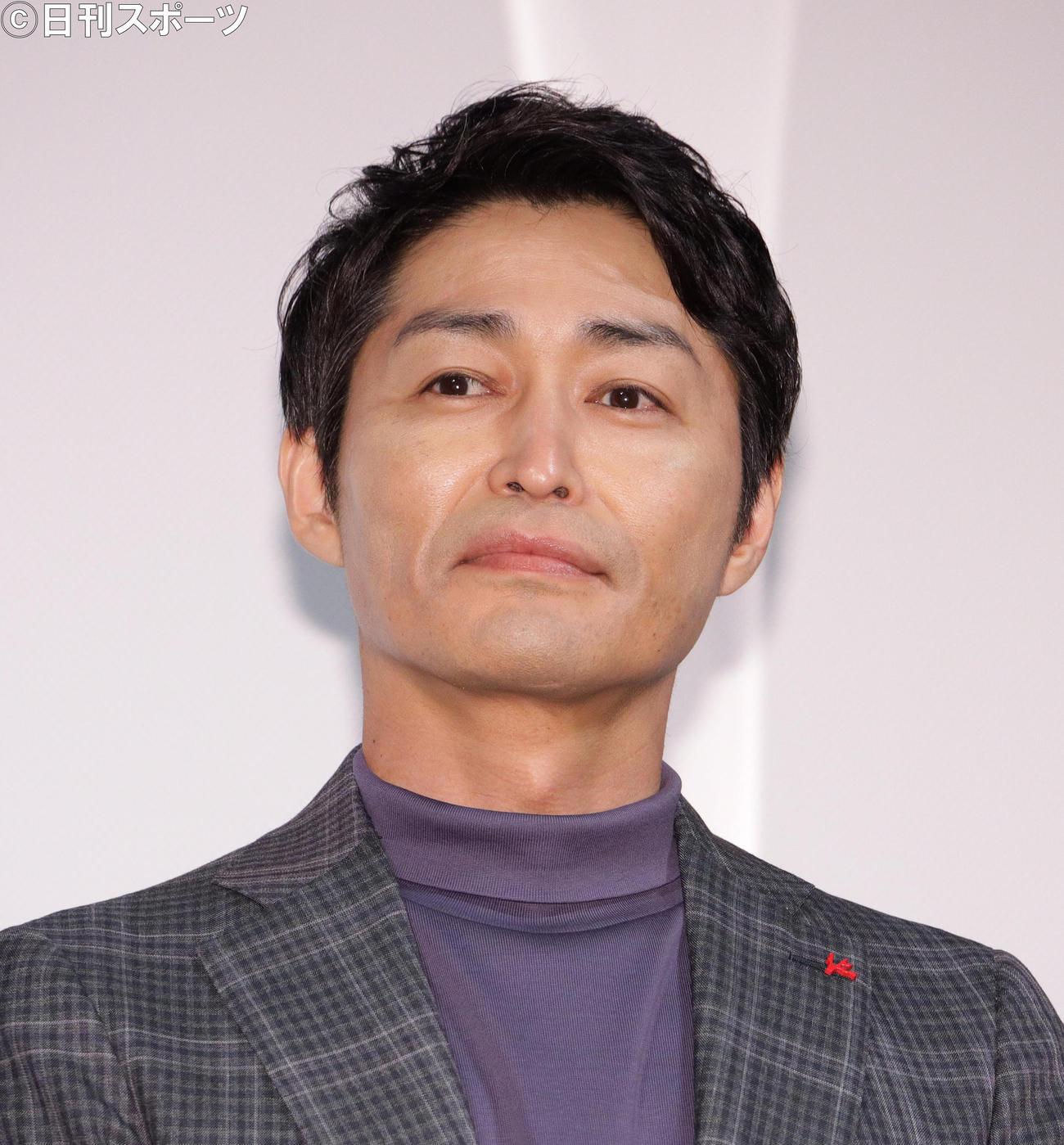 映画「ホテルローヤル」完成報告会であいさつする安田顕(撮影・中島郁夫)