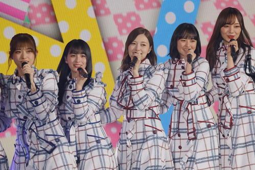 左から松村沙友理、大園桃子、白石麻衣、遠藤さくら、梅澤美波