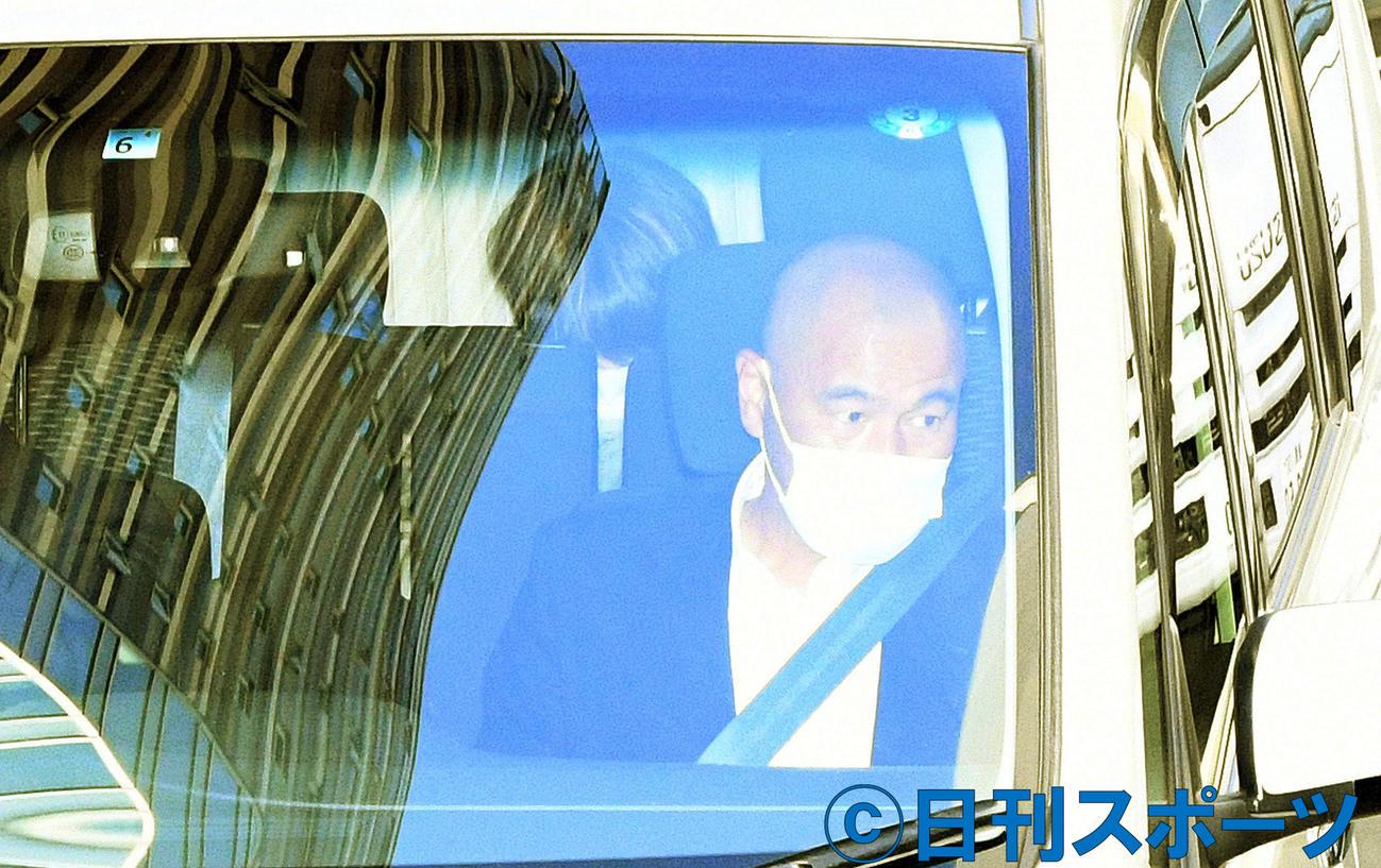 車で原宿署から移送される伊藤健太郎容疑者(撮影・滝沢徹郎)