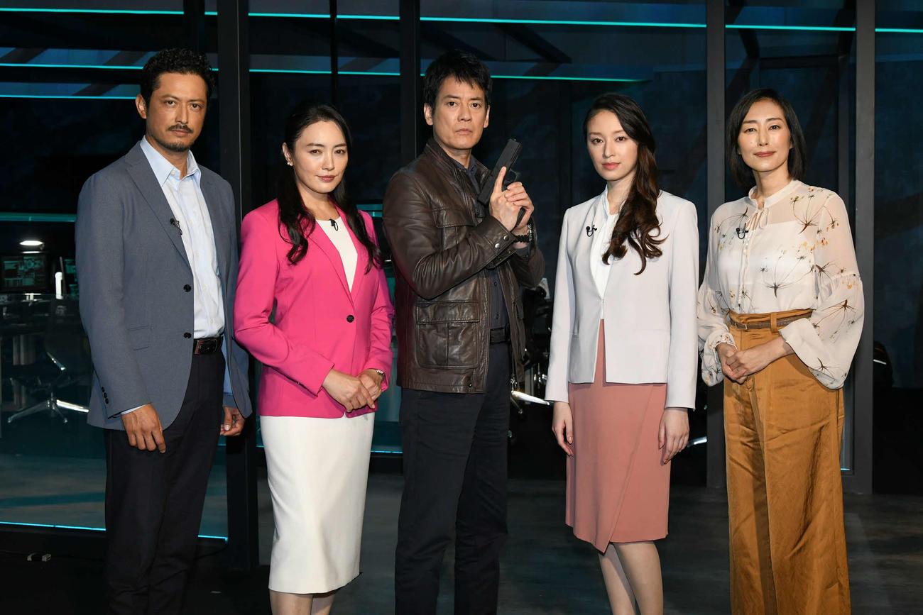 テレビ朝日系ドラマ「24 JAPAN」の会見に出席した、左から池内博之、仲間由紀恵、唐沢寿明、栗山千明、木村多江