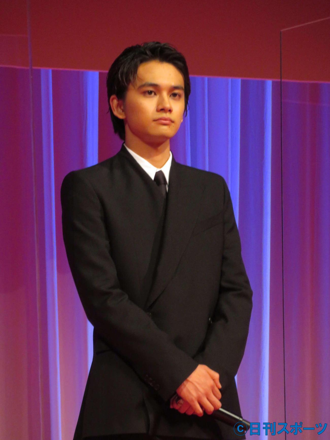 東京国際映画祭オープニングセレモニーに、オープニング作品「アンダードッグ」の出演者として登壇した北村匠海(撮影・村上幸将)