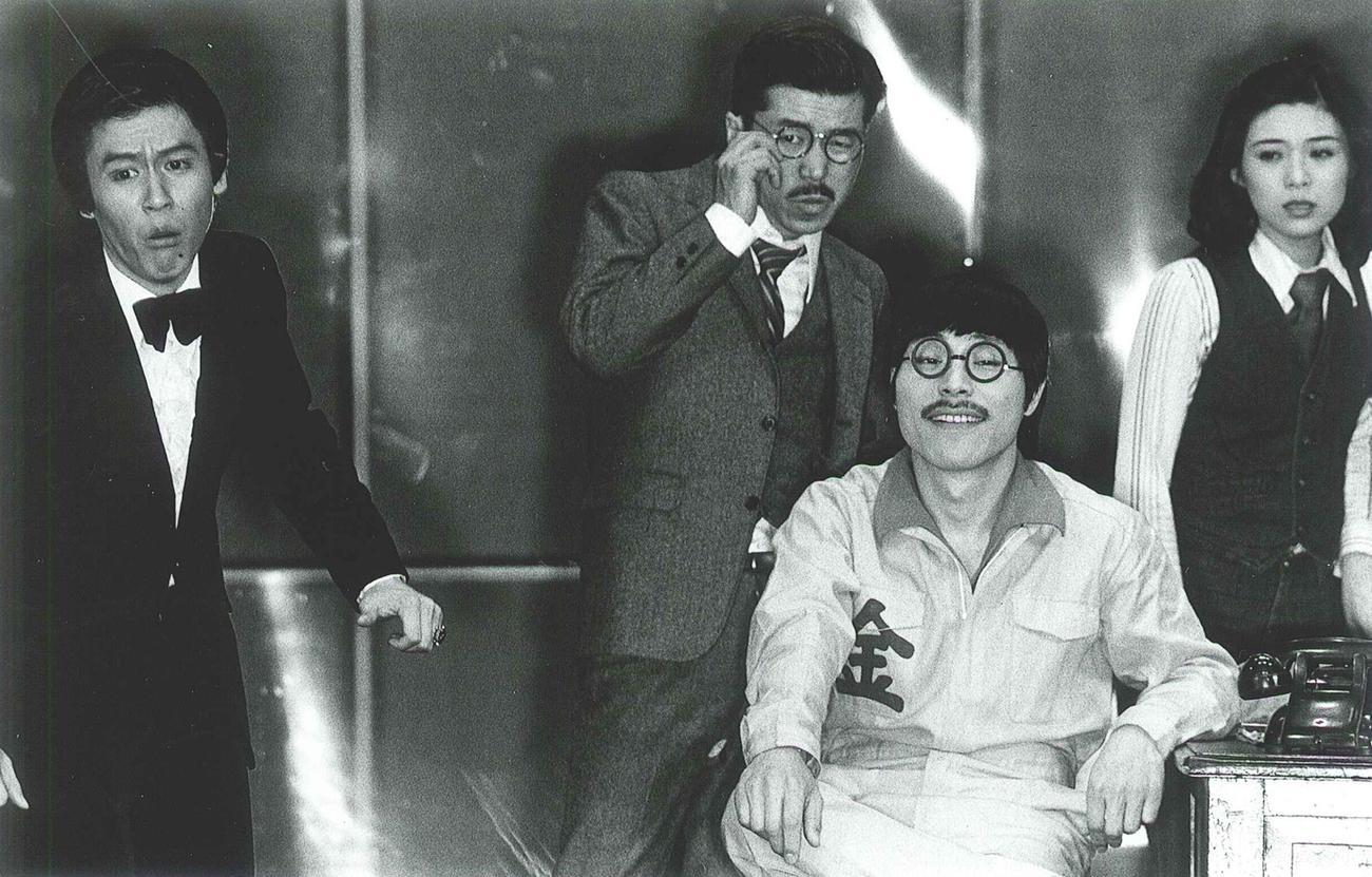 79年上演の「熱海殺人事件」。左から風間杜夫、平田満、加藤健一、井上加奈子