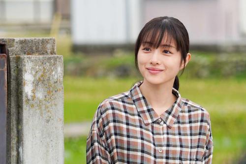 テレビ東京系新春ドラマスペシャル「人生最高の贈りもの」に主演する石原さとみ