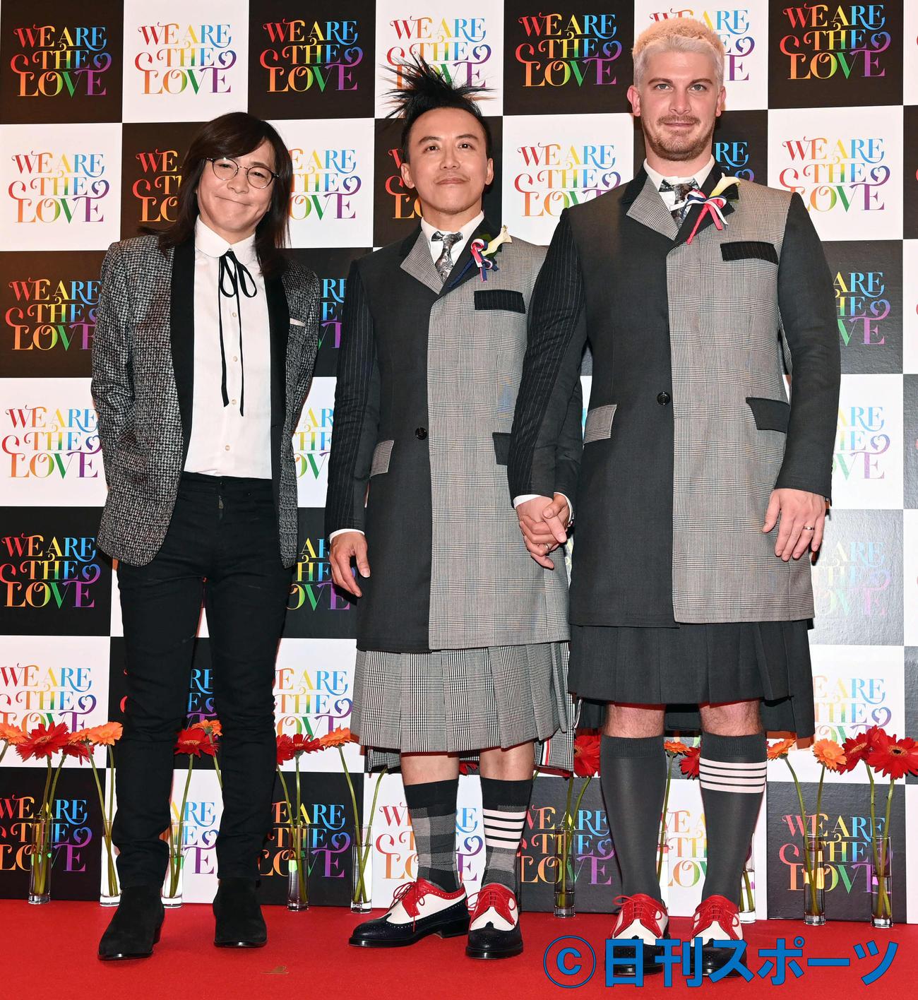 写真家のレスリー・キー氏(中央)とジョシュア・オッグ氏と小室哲哉(左)(撮影・たえ見朱実)