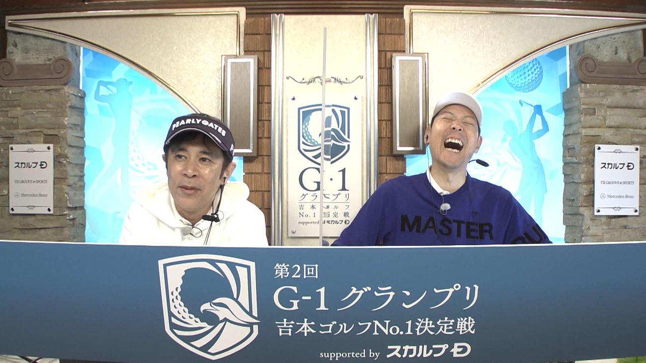 「第2回G-1グランプリ~吉本ゴルフNo.1決定戦~supported byスカルプD」でMCを務める東野幸治(右)と岡村隆史(ABCテレビ提供)