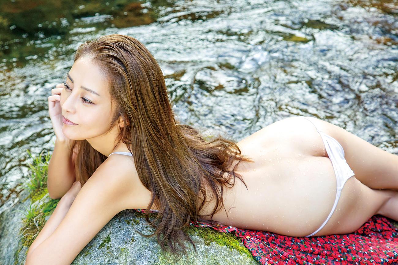 DVD「天香桂花」でセクシーショットを披露する熊切あさ美