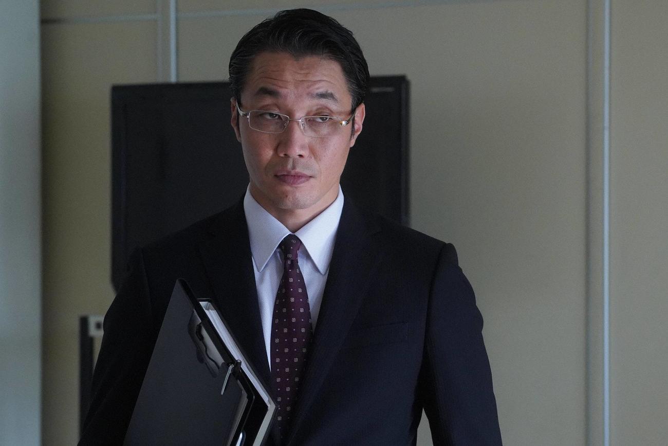神奈川県監察官の五十嵐京介を演じる松角洋介(C)フジテレビ