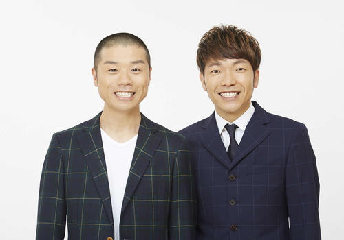 「M-1グランプリ2020」決勝に進出したアキナの秋山賢太(右)と山名文和(吉本興業提供)