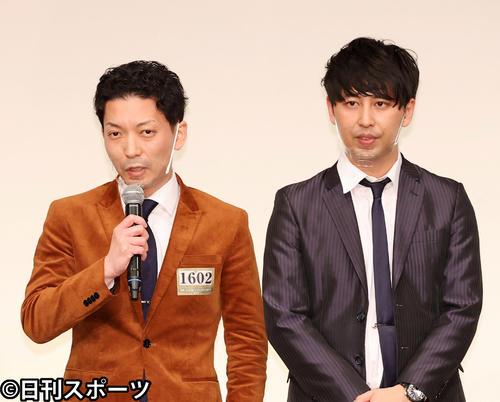 ニューヨークの嶋佐和也(左)と屋敷裕政(2020年12月2日撮影)