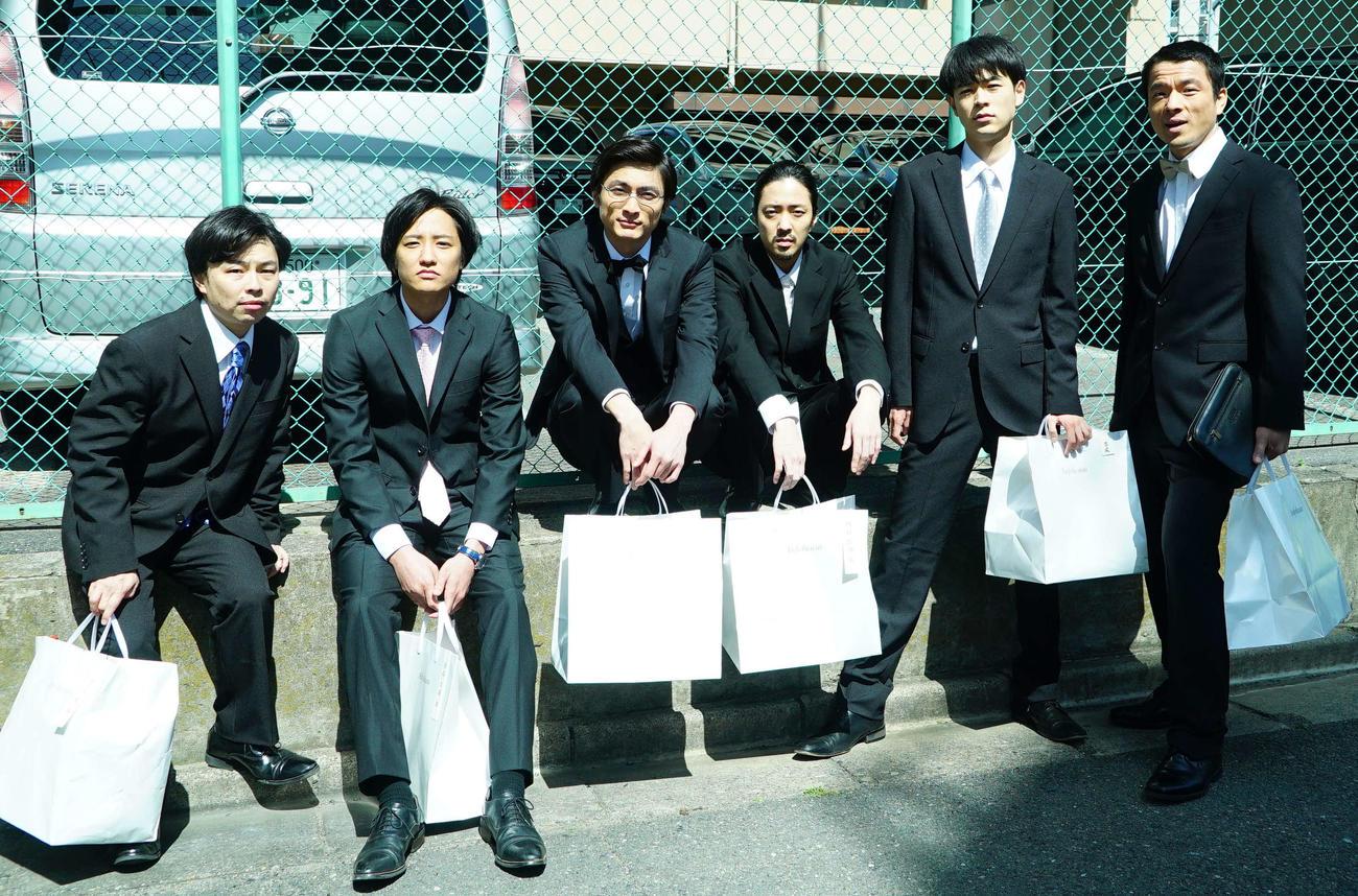映画「くれなずめ」に出演する、左から浜野謙太、藤原季節、高良健吾、若葉竜也、成田凌、目次立樹(C)2020「くれなずめ」製作委員会