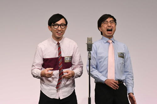 「M-1グランプリ2020」決勝進出を決めたおいでやすこが。左がこがけん、右がおいでやす小田(C)M-1グランプリ事務局