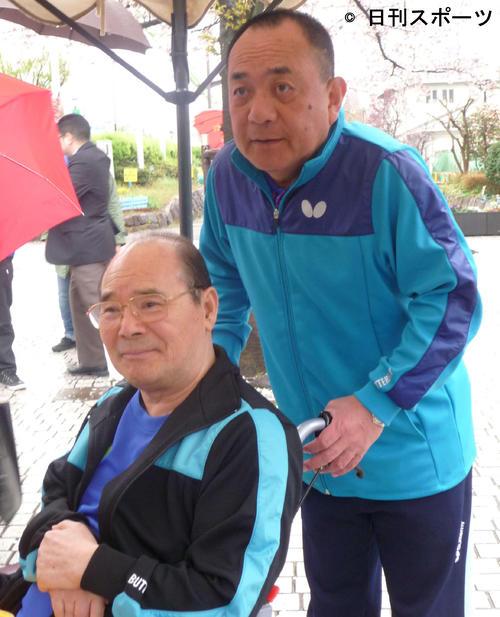 芸能生活55周年&都電落語会記念イベント 林家こん平さん(左)と三遊亭小遊三(2015年4月5日)
