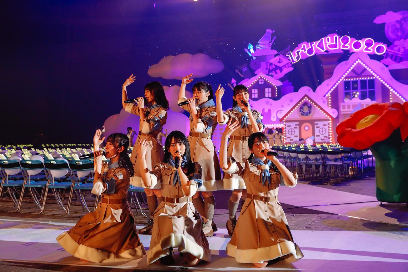 クリスマスライブを開催した日向坂46