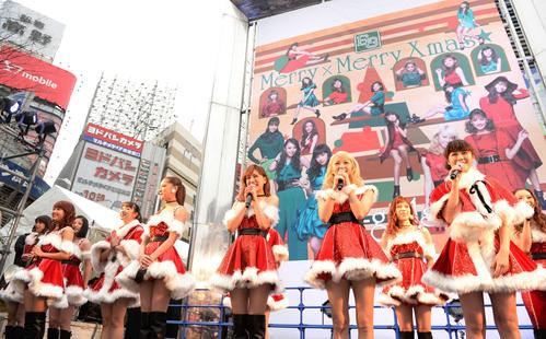 サンタの衣装でサプライズイベントに登場したE-girls(2015年12月23日)