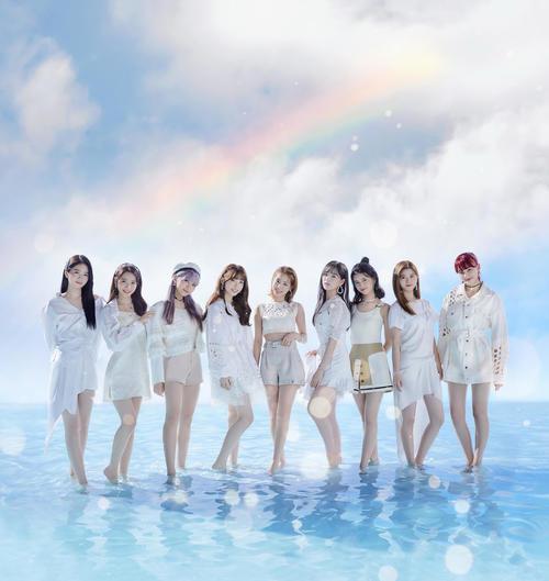 NiziUの、左からAYAKA、MAYA、MAYUKA、MIIHI、MAKO、RIO、RIMA、RIKU、NINA