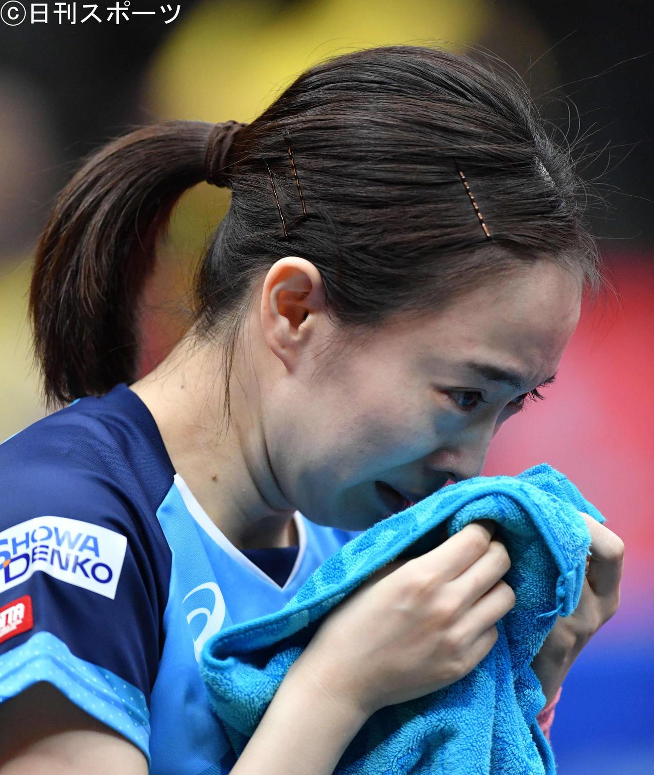 全日本卓球選手権 女子シングルス優勝を決め、涙があふれだす石川佳純(2021年1月17日撮影)