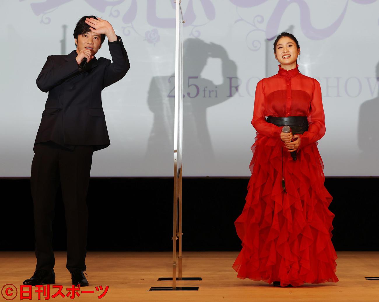 映画「哀愁しんでれら」完成報告会を行った田中圭(左)と土屋太鳳(撮影・野上伸悟)