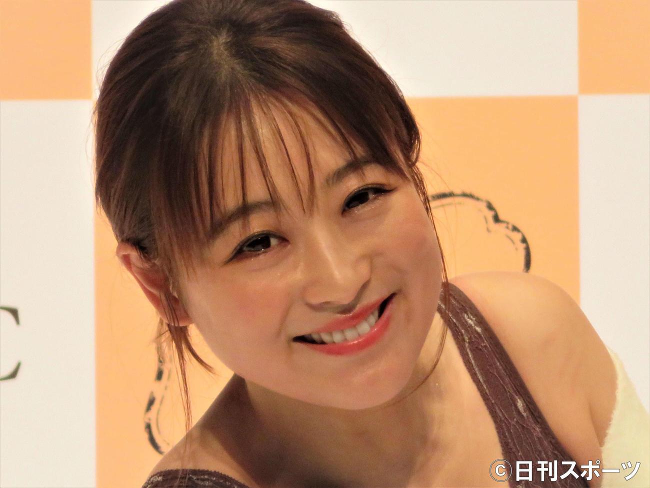 「LUNAナチュラルアップナイトブラ」新カラー発表会に出席した鈴木奈々(撮影・三須佳夏)