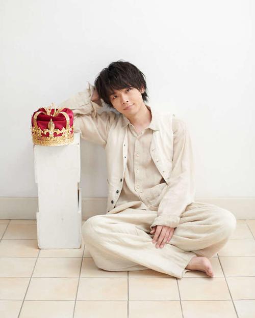 3月18日に、初のエッセー集「THE やんごとなき雑談」を発売する中村倫也