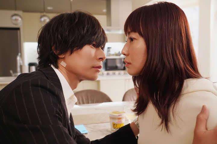 日テレ公式YouTubeで先行公開された、日本テレビ系「ウチの娘は、彼氏が出来ない!!」(水曜午後10時)第4話の菅野美穂と川上洋平がキスを予感させるシーン