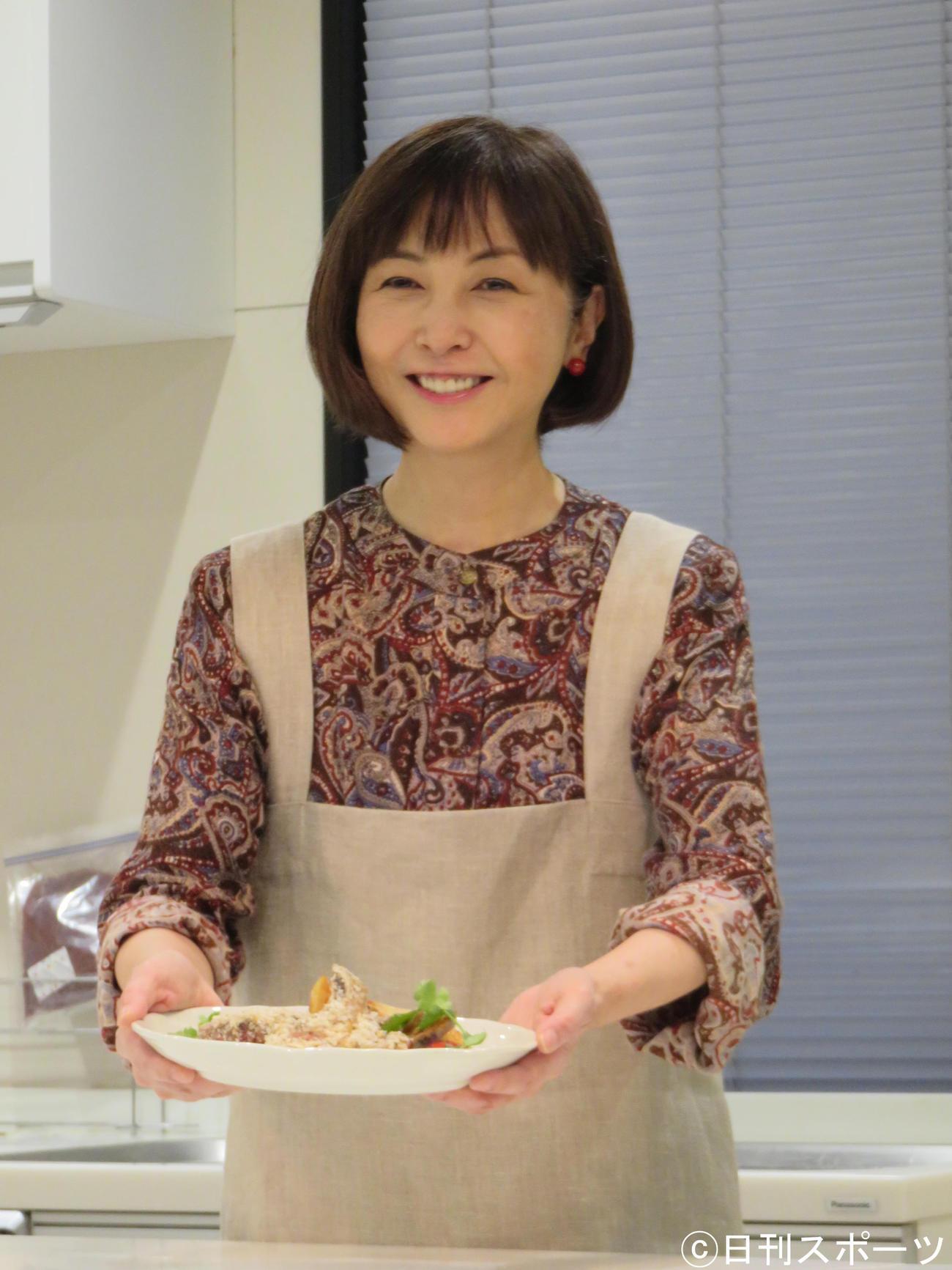 温活料理を教える「温活調理講座」を開催した麻木久仁子