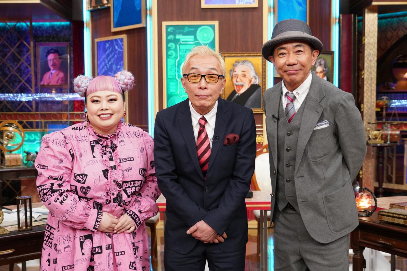日本テレビ系新番組「近未来創世記 日本を救うヤバイ偉人」でトリオMCを務める、左から渡辺直美、所ジョージ、とんねるず木梨憲武