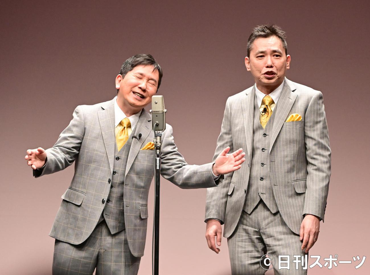 「爆笑問題withタイタンシネマライブ」で舞台復帰した爆笑問題の田中裕二。右は太田光(2021年2月27日撮影)