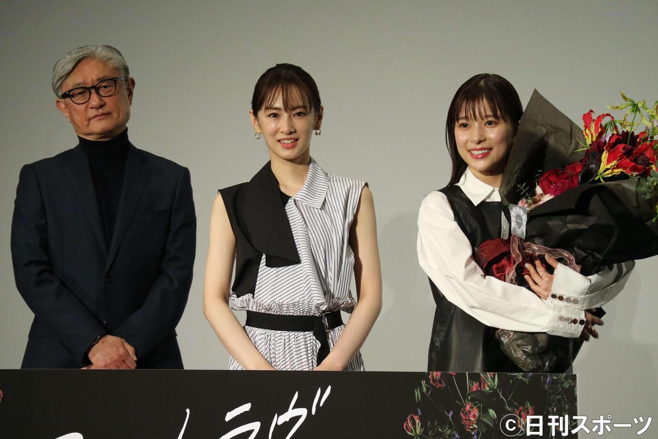 映画「ファーストラヴ」のヒット記念舞台あいさつに出席した、左から堤幸彦監督、北川景子、芳根京子