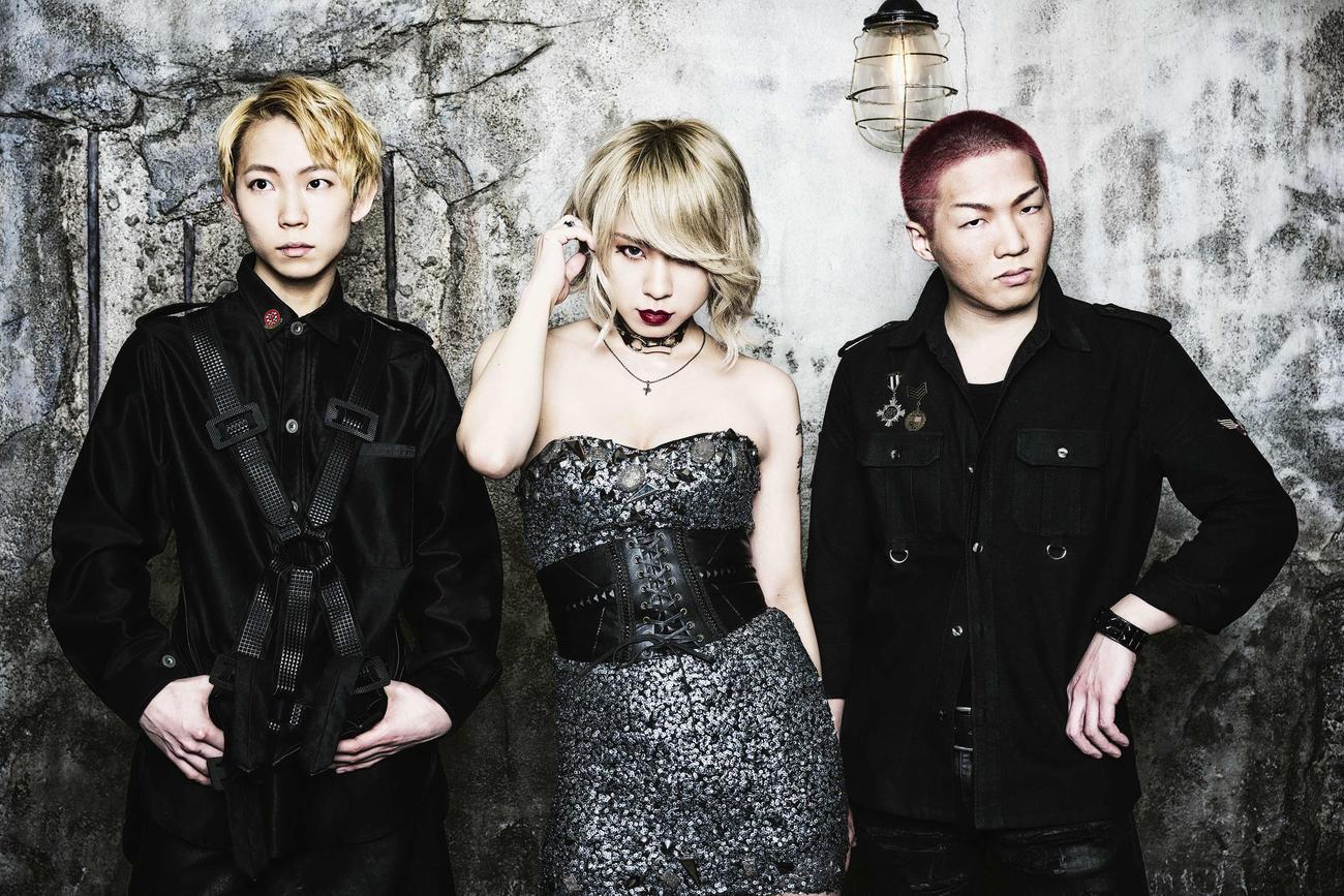 4月28日に初のミニアルバムを発売するDOLL PARTS。左から児太郎、ARISA、シンジョー