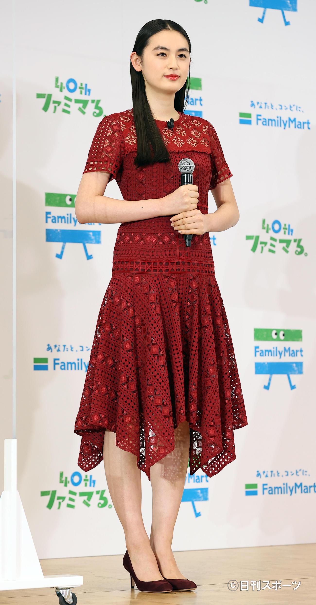 ファミリーマート創立40周年記念発表会に登壇した八木莉可子(撮影・浅見桂子)