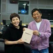 アニメ映画「漁港の肉子ちゃん」の主人公・肉子ちゃんの声優を務める大竹しのぶ(左)と企画・プロデュースの明石家さんま