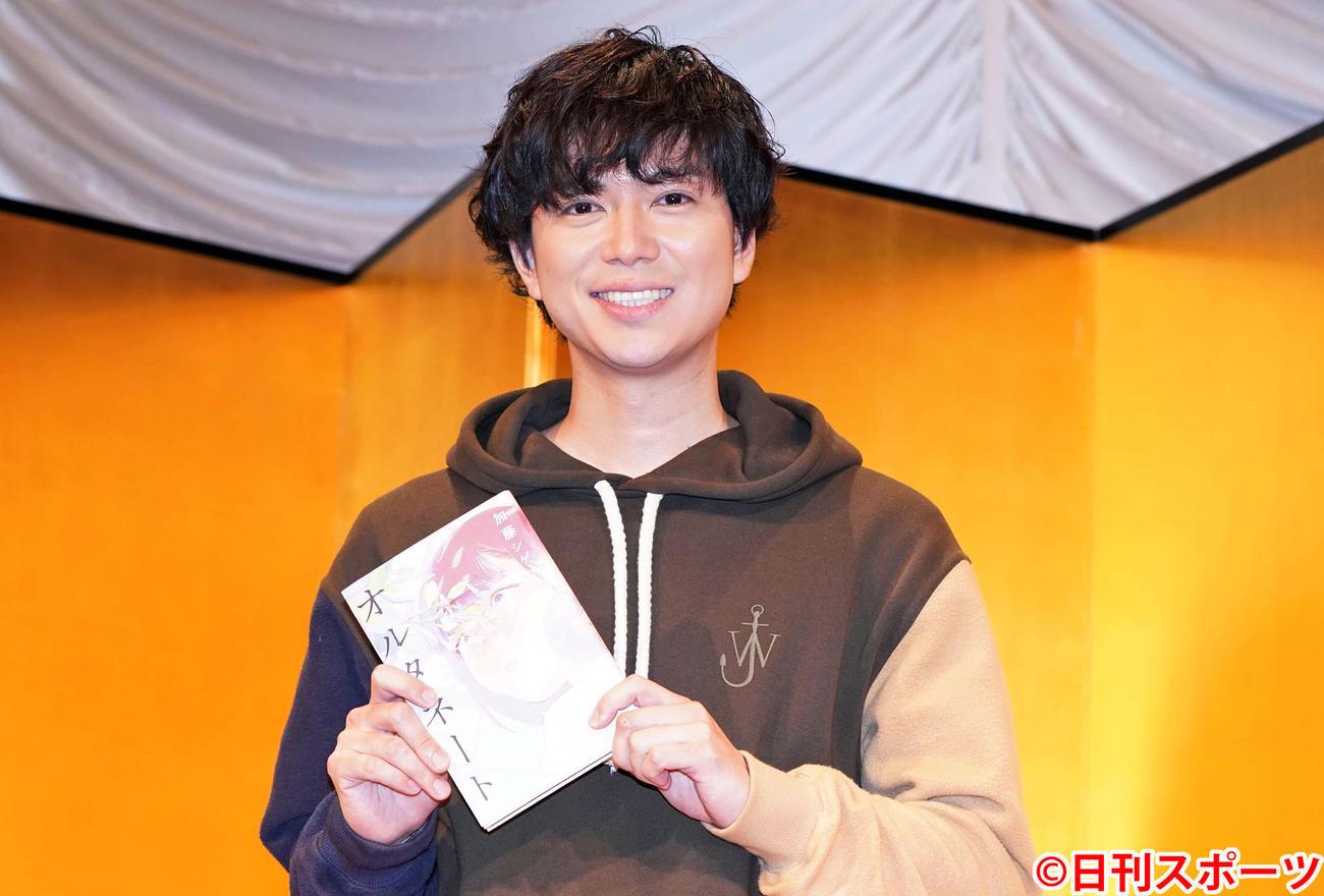 「オルタネート」で吉川英治文学新人賞に輝いたNEWSの加藤シゲアキは笑顔(撮影・鈴木みどり)