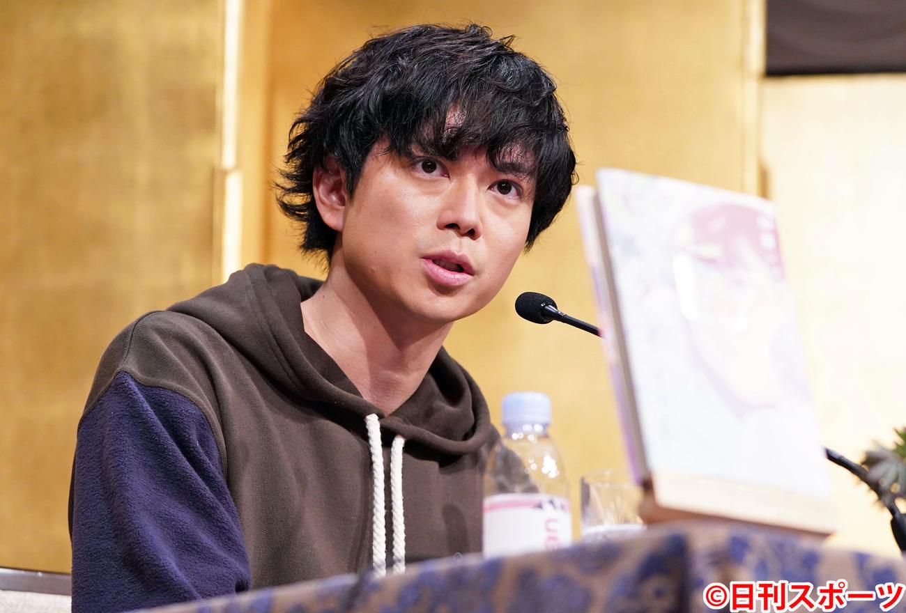 「オルタネート」で吉川英治文学新人賞に輝いたNEWSの加藤シゲアキは会見に臨む(撮影・鈴木みどり)