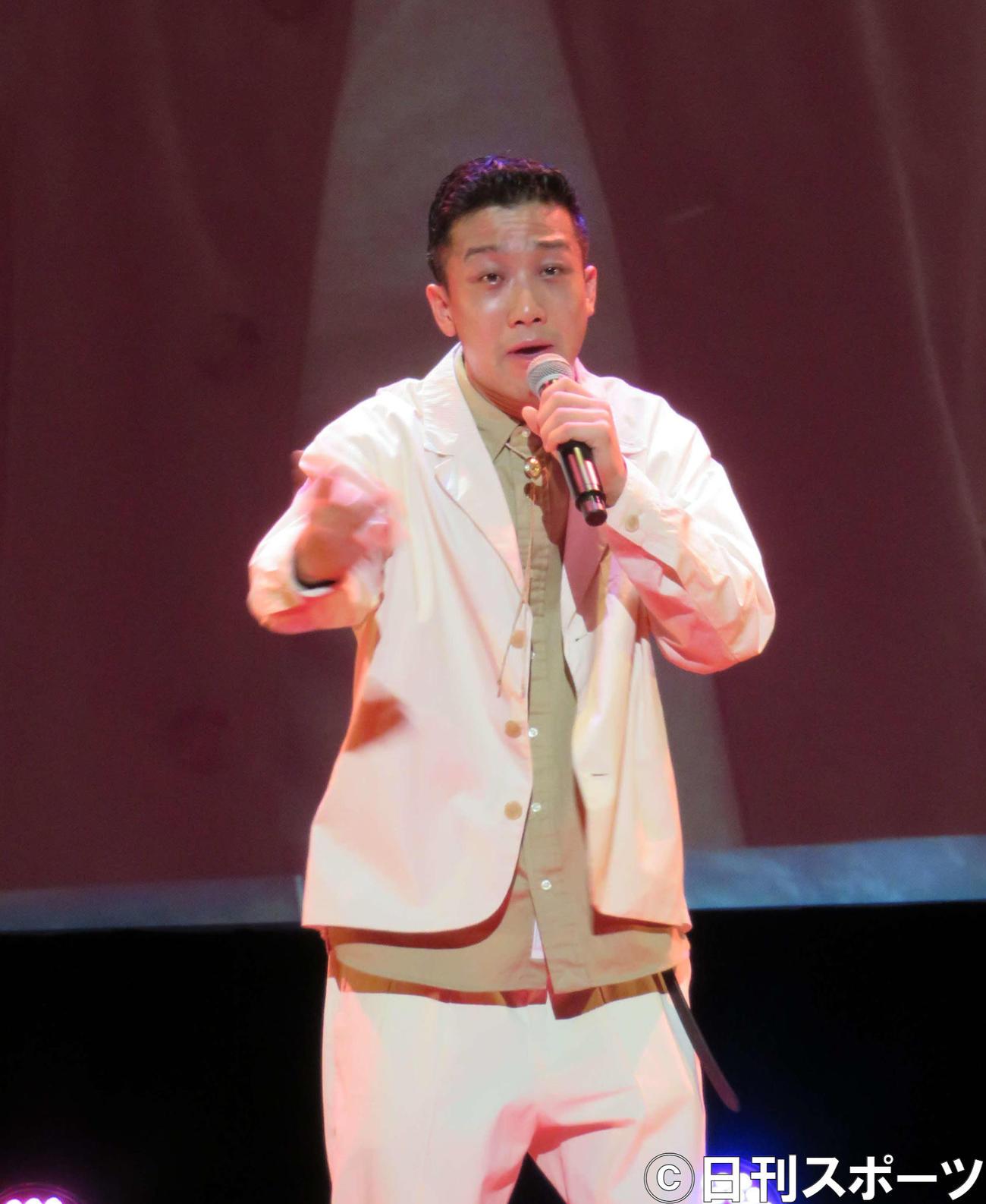 映画「トムとジェリー」プレミアムイベントに出席し、日本語吹替版主題歌「ピースオブケーク」を初生歌唱した瑛人(撮影・三須佳夏)