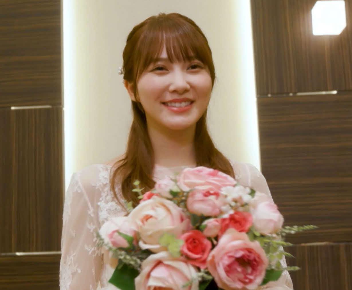 再現ドラマで純白のウエディングドレス姿を披露した日向坂46の加藤史帆(外部提供)