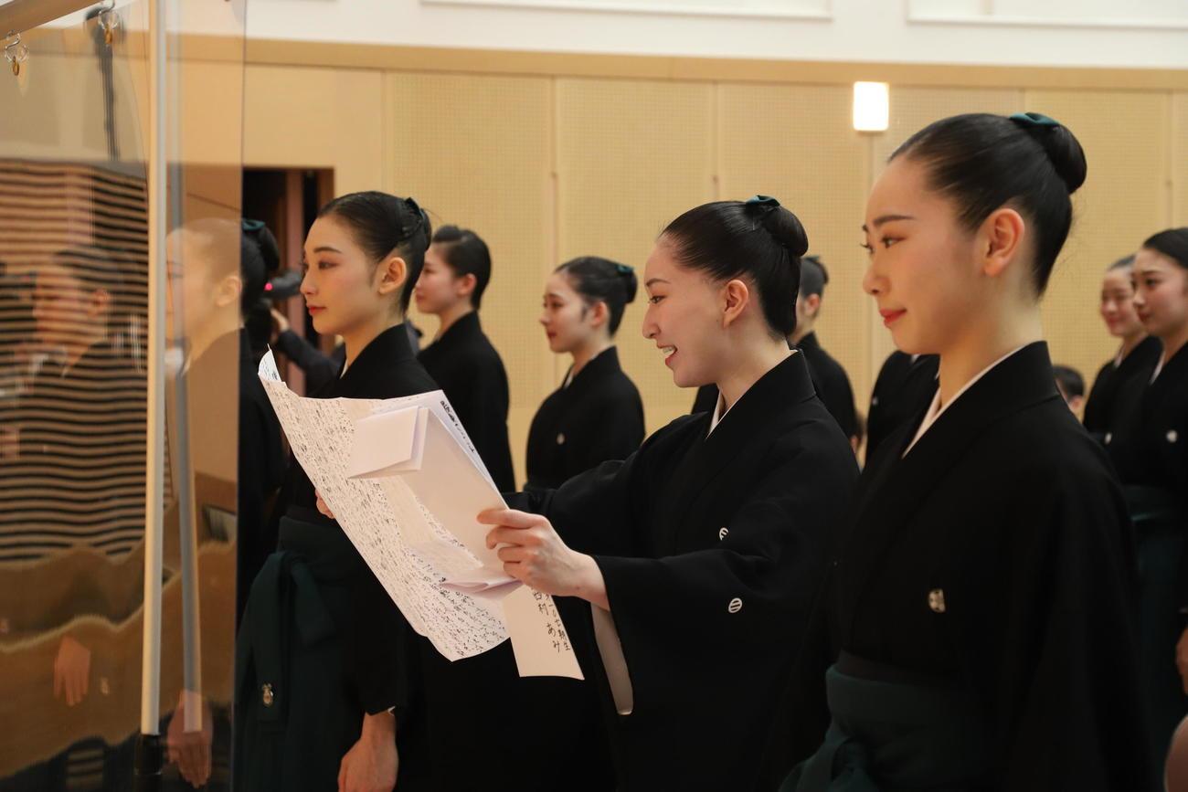 宝塚音楽学校卒業式に臨んだ107期生