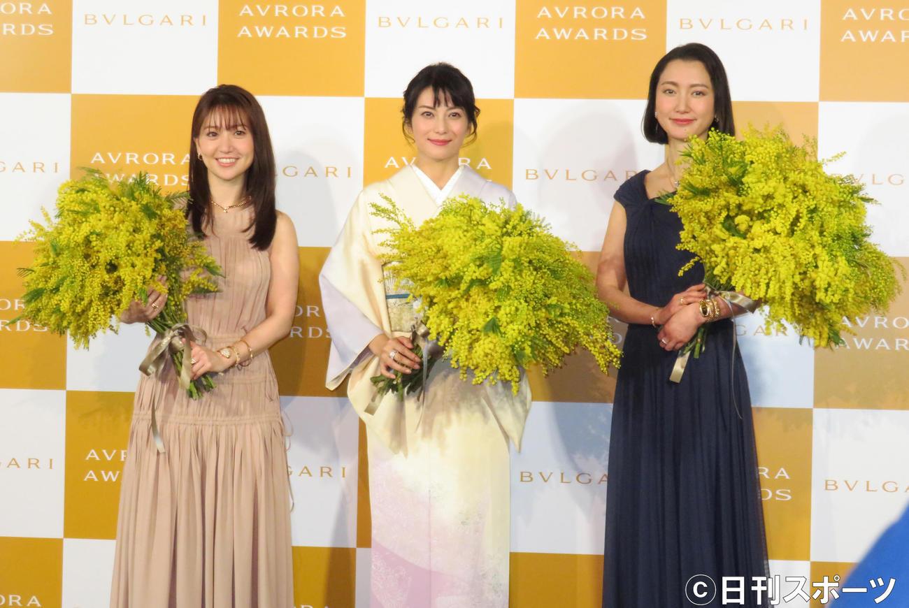 イベントに出席した左から大島優子、柴咲コウ、伊藤詩織さん(撮影・佐藤勝亮)