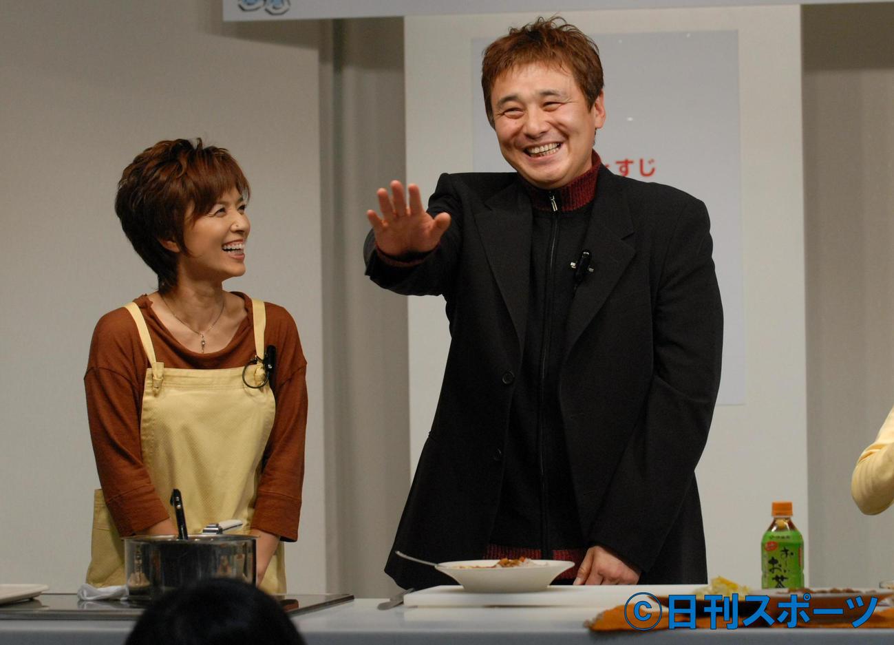 20年ぶりのツーショットとなった榊原郁恵(左)と渡辺徹(07年撮影)