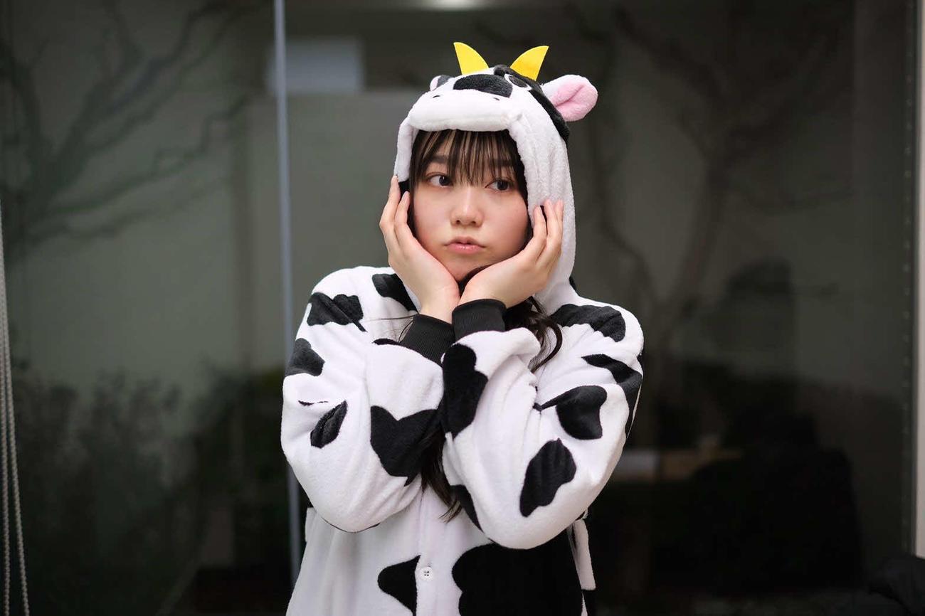 大手芸能事務所ホリプロの公式インスタグラム「ホリプロActor」が開始したしりとり企画の7人目として、牛のコスプレを披露した米倉れいあ