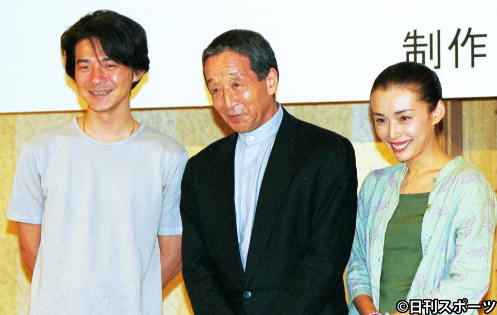 01年9月、「北の国から 2002遺言」制作発表で、左から吉岡秀隆、田中邦衛さん、中嶋朋子