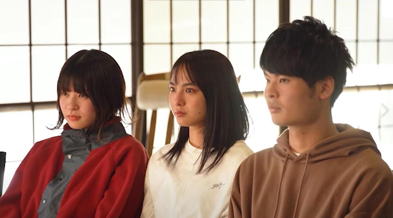 「水溜りボンドの青春動画荘」に出演する、山口厚子(中央)(C)AbemaTV, Inc.