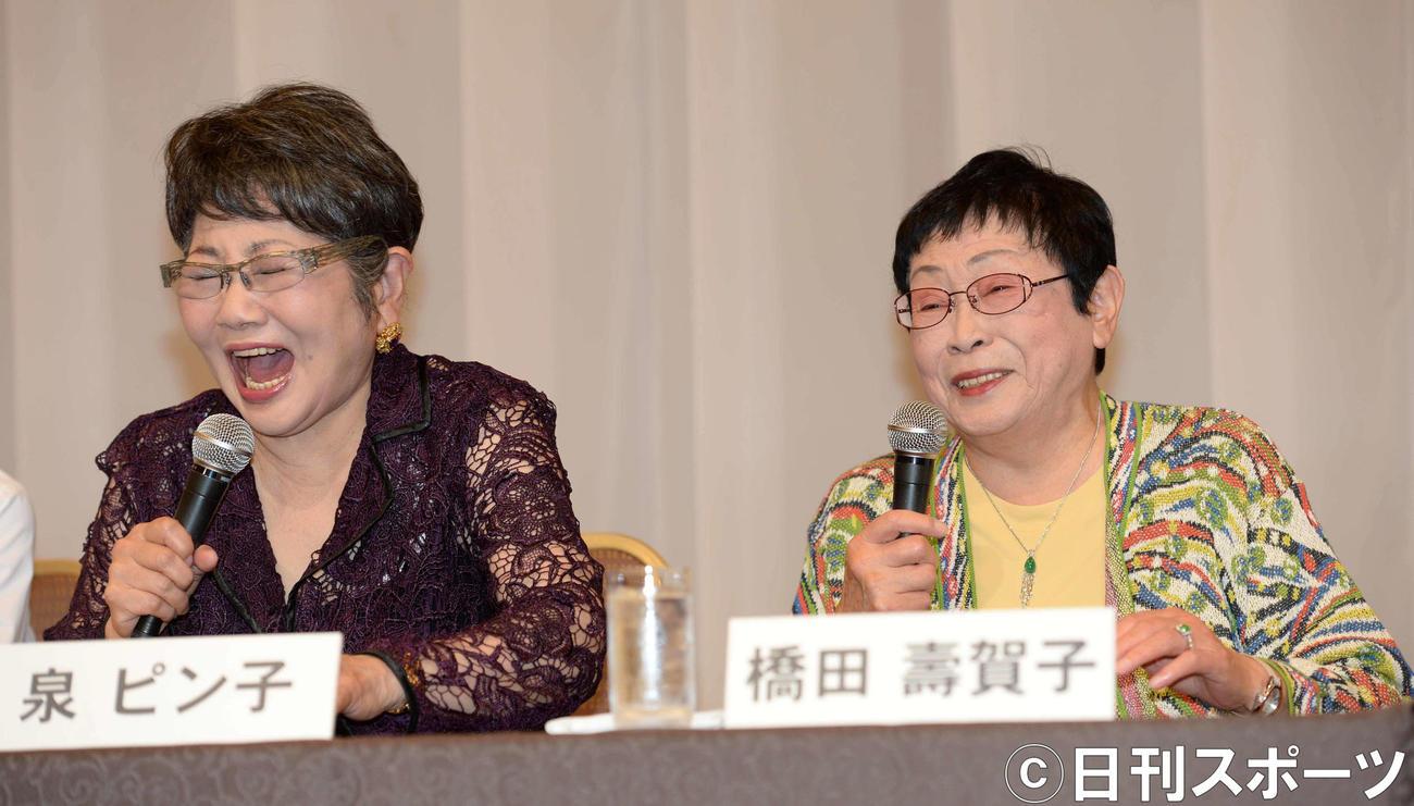 泉ピン子(左)橋田寿賀子さん(2014年4月14日撮影)