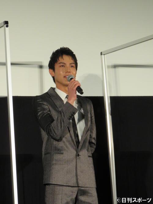 映画「砕け散るところを見せてあげる」の舞台あいさつに出席した中川大志