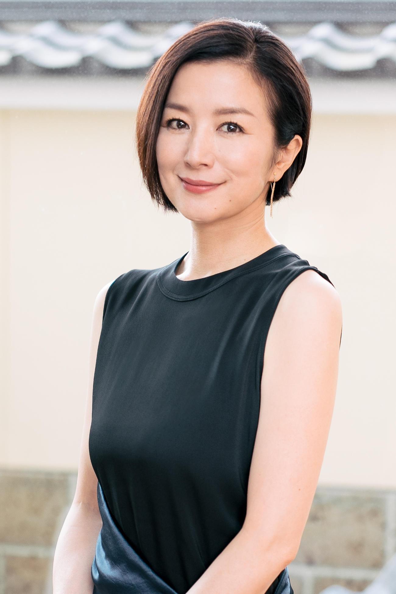 舞台「ホーム、アイムダーリン~愛しのマイホーム~」に主演する鈴木京香