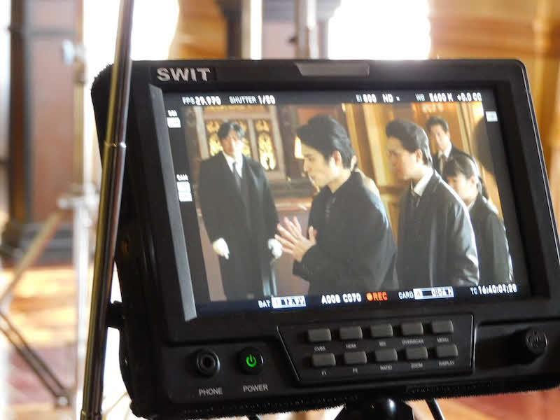日本テレビ系ドラマ「ネメシス」の第1話撮影中の風景写真を公開した中村蒼