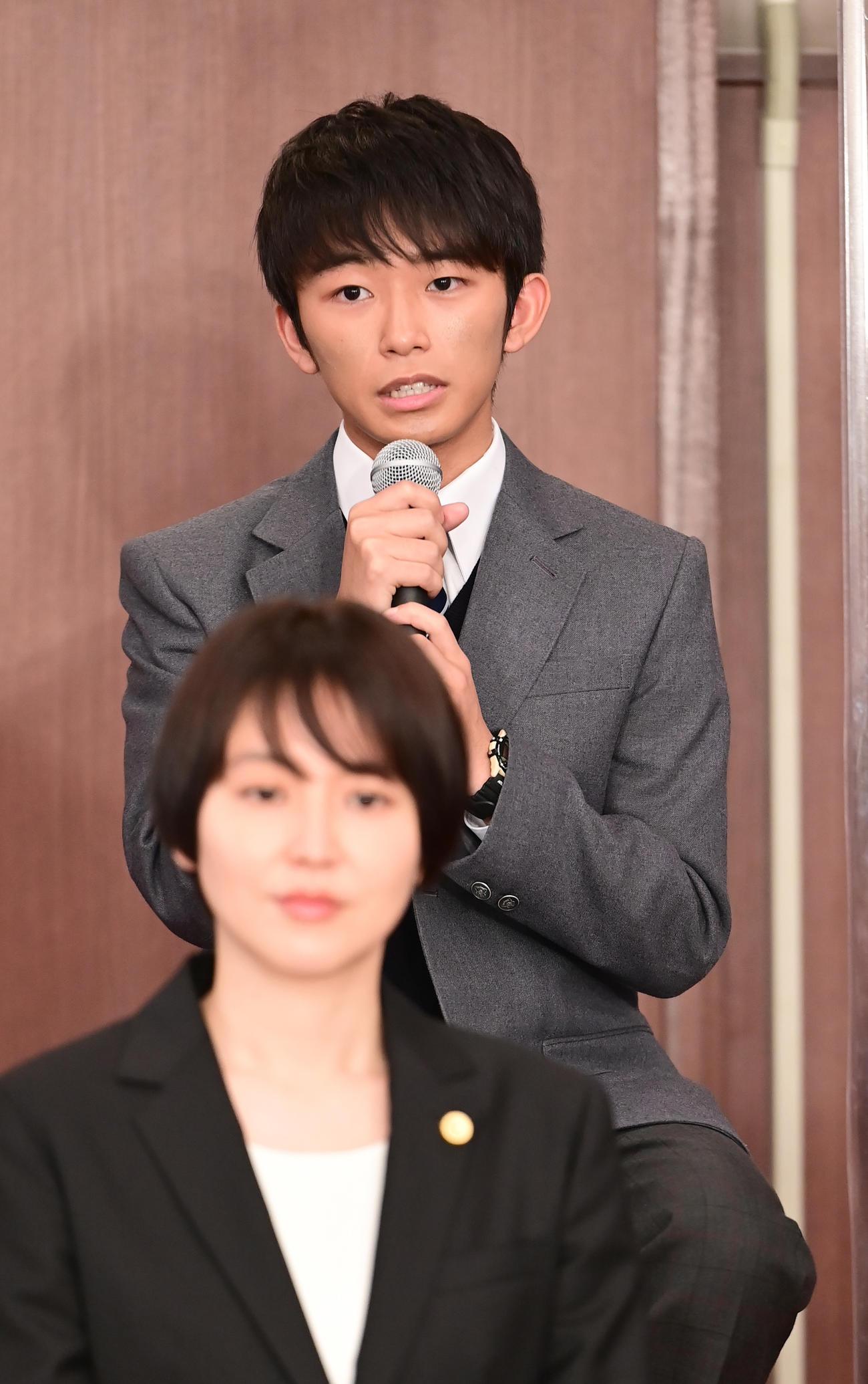 TBS系日曜劇場「ドラゴン桜」制作発表に臨む加藤清史郎。手前は長澤まさみ(撮影・小沢裕)