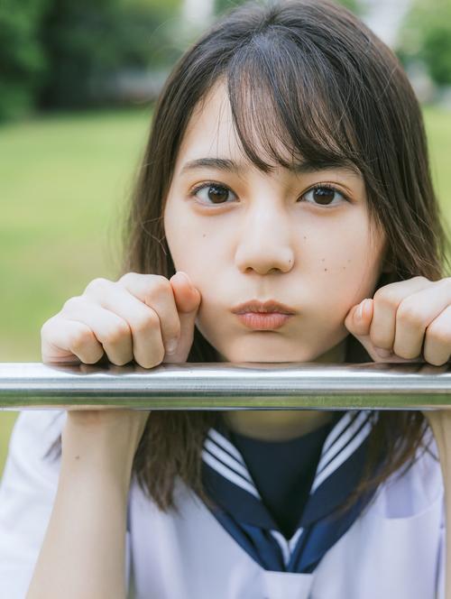日向坂46小坂菜緒初写真集の先行カット