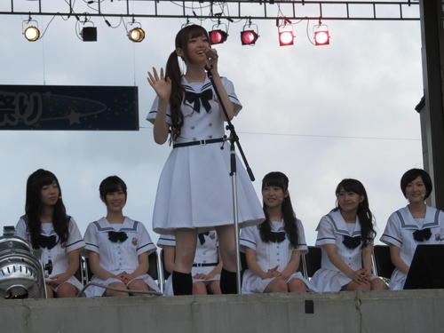 文化放送「乃木坂46の『の』」の公開収録で、メーンMCを務めた松村沙友理(2013年8月3日)